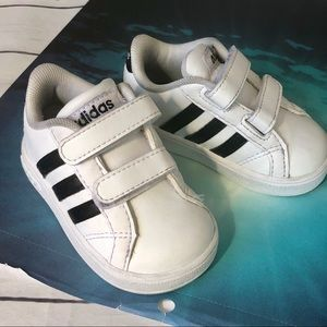Adidas kids Sneakers size 4